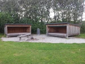 2 shelters med nedrul